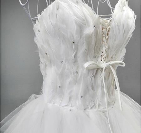 Bien-aimé Robe de mariée courte devant avec traine, bustier plumes - Coussin  DR74