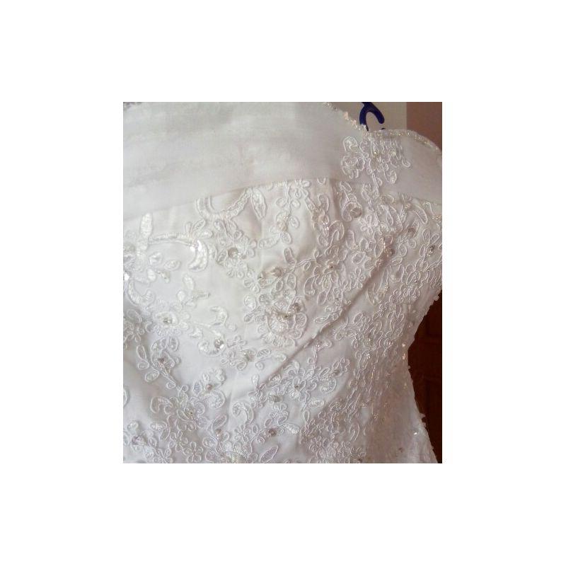 ... > Robe de mariée très belle qualité de bustier strass et dentelle
