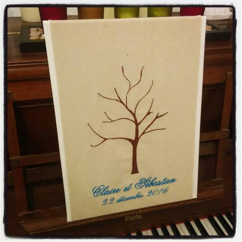 l 39 arbre a empreintes brod personnalis sur toile coussin mariage. Black Bedroom Furniture Sets. Home Design Ideas