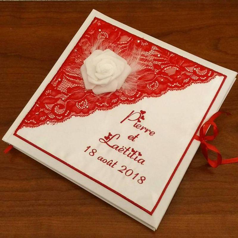 livre d 39 or pour mariage brod avec dentelle dans les tons rouge et rose blanche ou tout autre. Black Bedroom Furniture Sets. Home Design Ideas