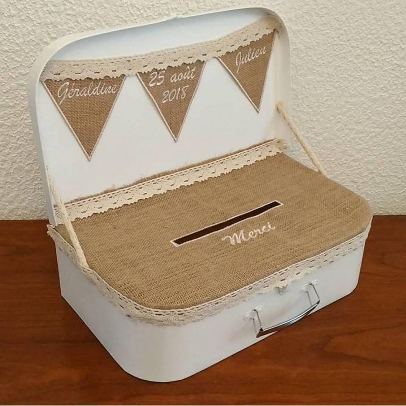 tirelire pour enveloppes de mariage la valise vintage en toile de jute ou autre tissu lin. Black Bedroom Furniture Sets. Home Design Ideas