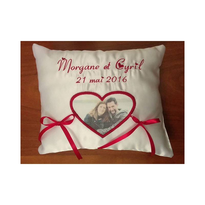 coussin pour alliances avec photos des maries tout theme coussin mariage. Black Bedroom Furniture Sets. Home Design Ideas